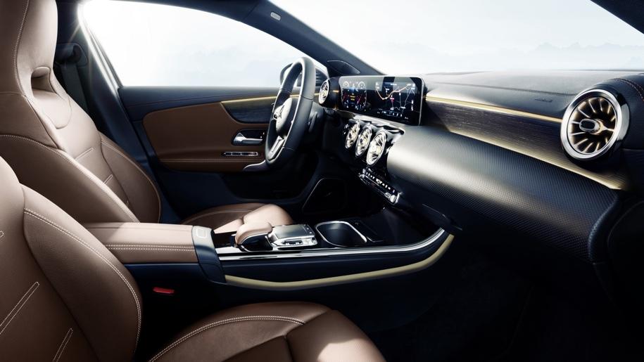 Топовые модификации A-Class укомплектуют мультиконтурными креслами с электрорегулировками
