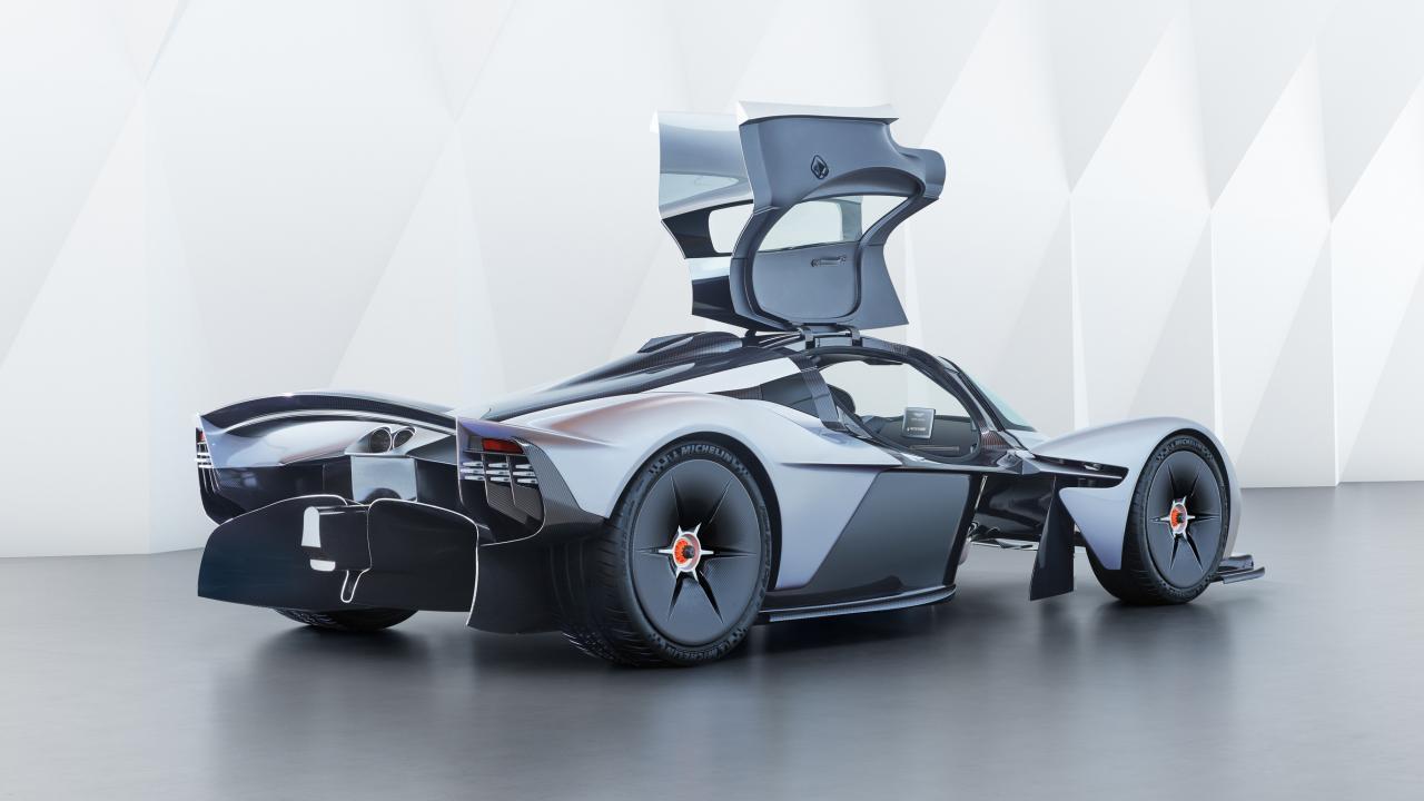 2 место Aston Martin Valkyrie – 3,2 миллиона долларов