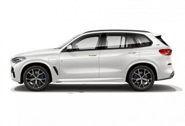 Новый гибридный BMW X5: 400 л.с. и расход 2 литра на 100 км