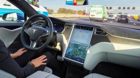 Автопилот Тесла научился ехать по маршруту навигатора