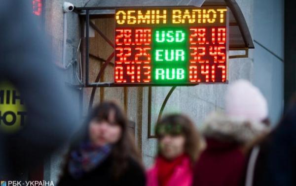 Наличный курс доллара вырос еще на 10 копеек