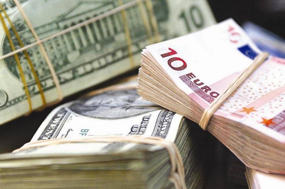 Доллар и евро в Украине стремительно растут в цене