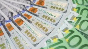 Доллар возвращается: осенью гривню ждет девальвация. Почему? Прогноз до конца сентября